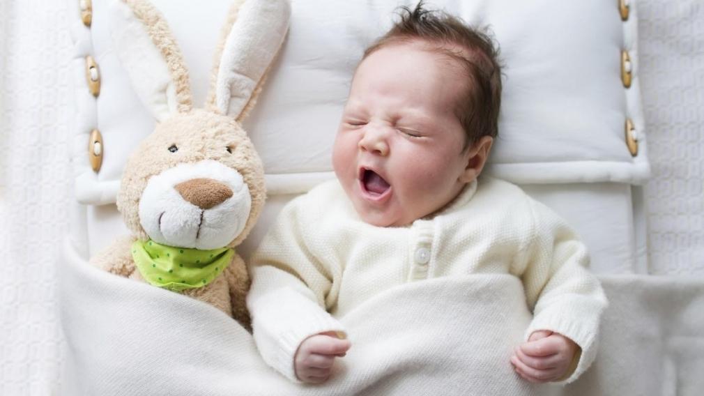 Сколько дети должны спать в 6 месяцев