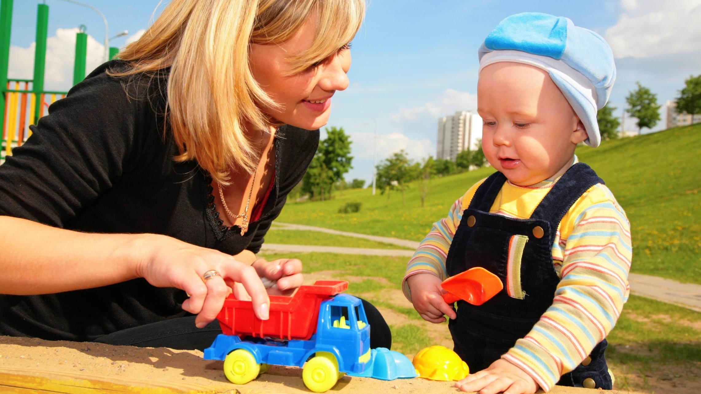 Развивающая игрушка для ребенка 1 года своими руками