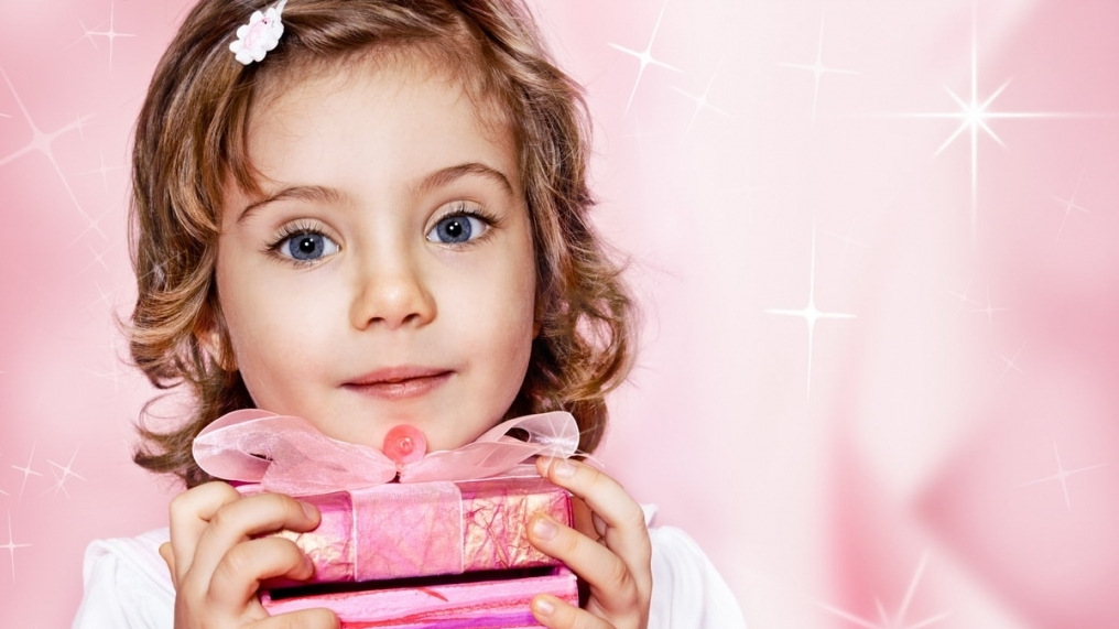 Изображение - Поздравления с днем рождения дочери для мамы трогательные CHto-podarit-devochke-na-8-Marta.-TOP-25-neobychnyh-podarkov
